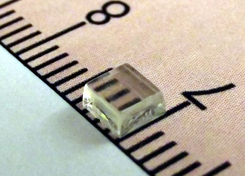 The novel UV-photodetecting single crystalsare transparent to visible light.