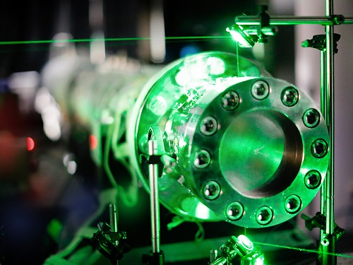 End section of the shock tube. A green laser beam passes through the optical ports of the shock tube.