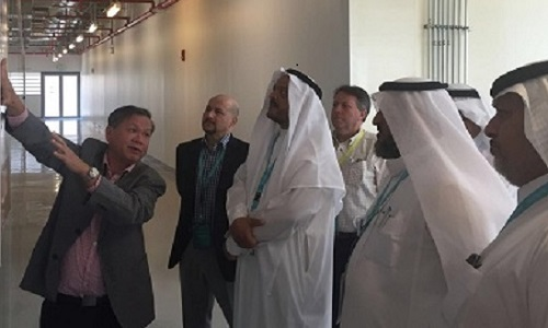 Kim Choon Ng (left) explains the hybrid cycle to visitors at KAUST, including Ahmad Khowaiter from Saudi Aramco (center), Dr. Abdulrahman from the Saline Water Conversion Commission (SWCC) (right) and Dr. Ahmed Al Arifi from SWCC (far right).