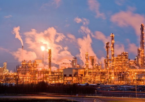 A statistics-based method for the early detection of emerging problems in industrial processes such as oil refining could improve industrial safety and productivity.