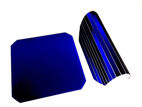 Rigid (left) and flexible (right) crystalline silicon-based solar cells.