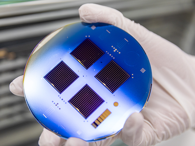 A silicon solar cell that uses an electron-selective tantalum-nitride-metal contact for improved efficiency.