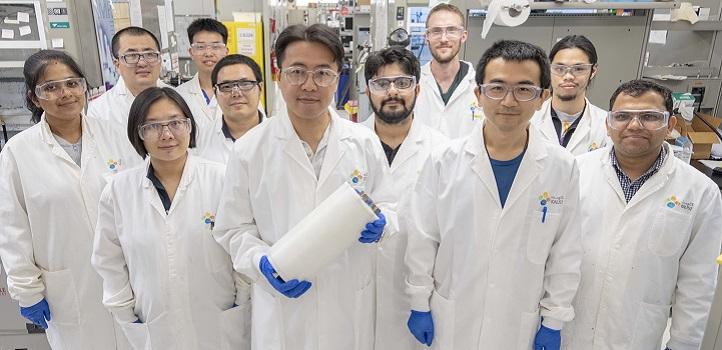 Kuo-Wei Huang (center) and his researchers are working on a catalytic platform that has the potential to be a game changer for catalyst chemistry.