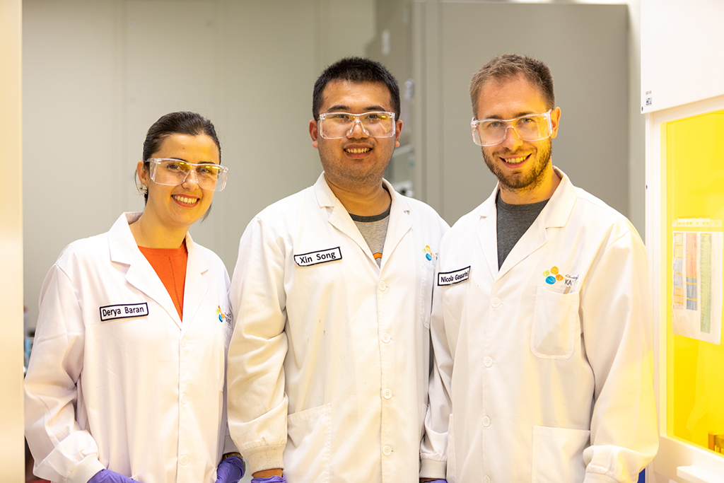 (l-r): Derya Baran, Xin Song and Nicola Gasparini in their lab in the KAUST Solar Center.