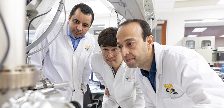 Kwang Jae Lee received support from KAUST's Imaging and Characterization Core Lab to analyze the multiple quantum-well structure. Here, Mohamed N. Hedhili (left), Kwang Jae Lee and Nimber Wehbe operate a secondary ion-mass spectroscopy microscope used to scan the elemental distribution through the depth of the stacked structure.