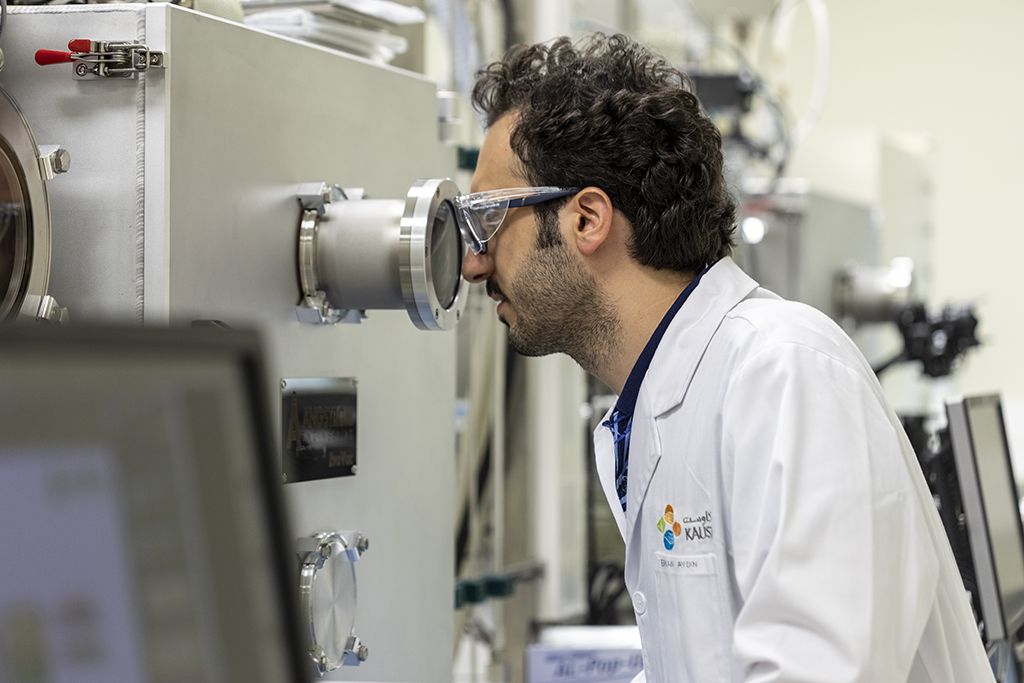 Erkan Aydin observes plasma homogeneity during the deposition of the film on a sputtering tool.