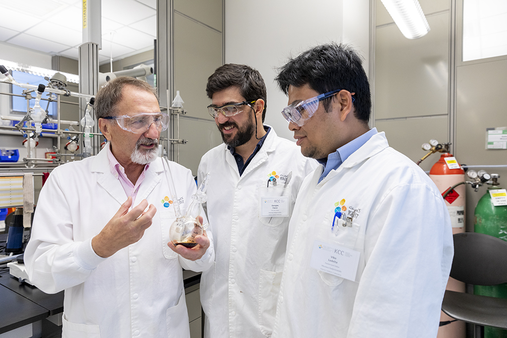 (l-r): Nikos Hadjichristidis, George Zapsas and Viko Ladelta discuss the mechanism of catalyst switching in their lab at KAUST.
